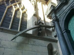 Kości przy wejściu do Katedry na Wawelu
